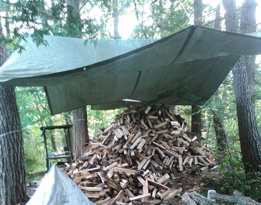 薪づくりの作業場