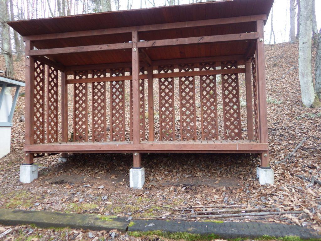 からの薪小屋
