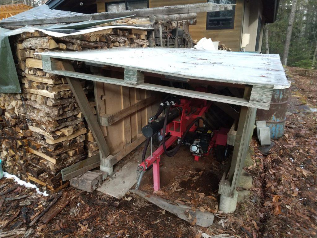 薪割り機の車庫