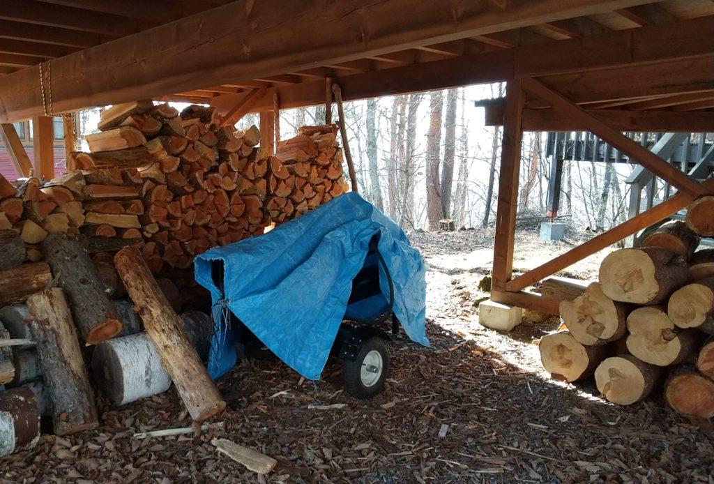 薪割り機と作業場