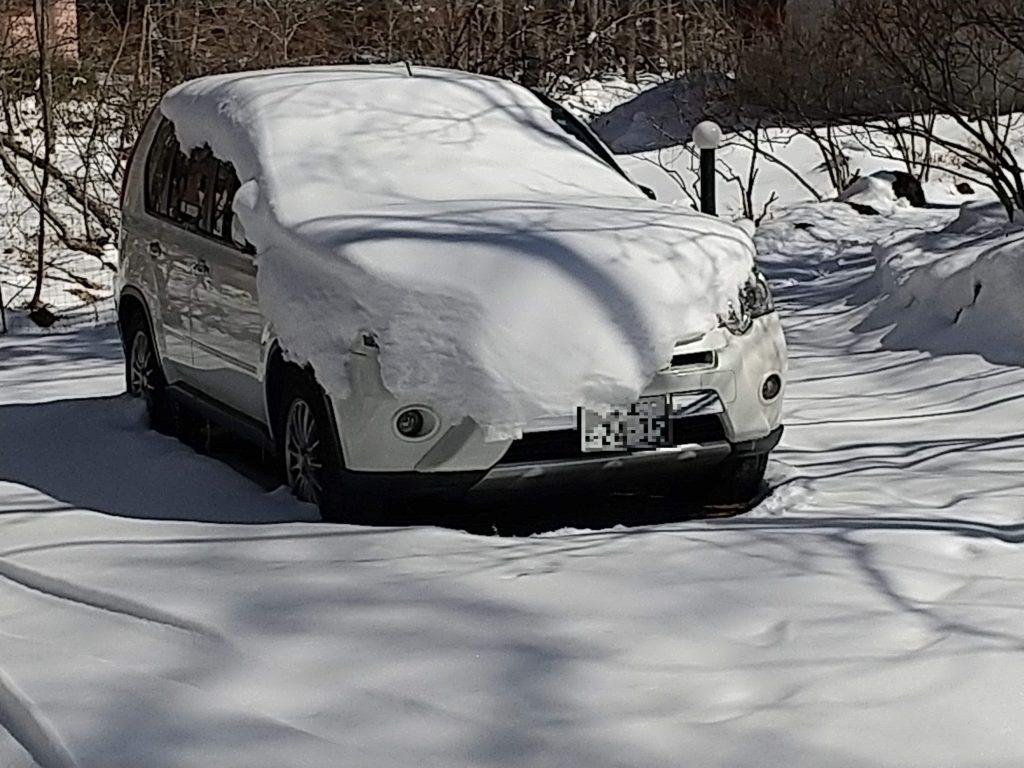 エクストレイルに積もった雪