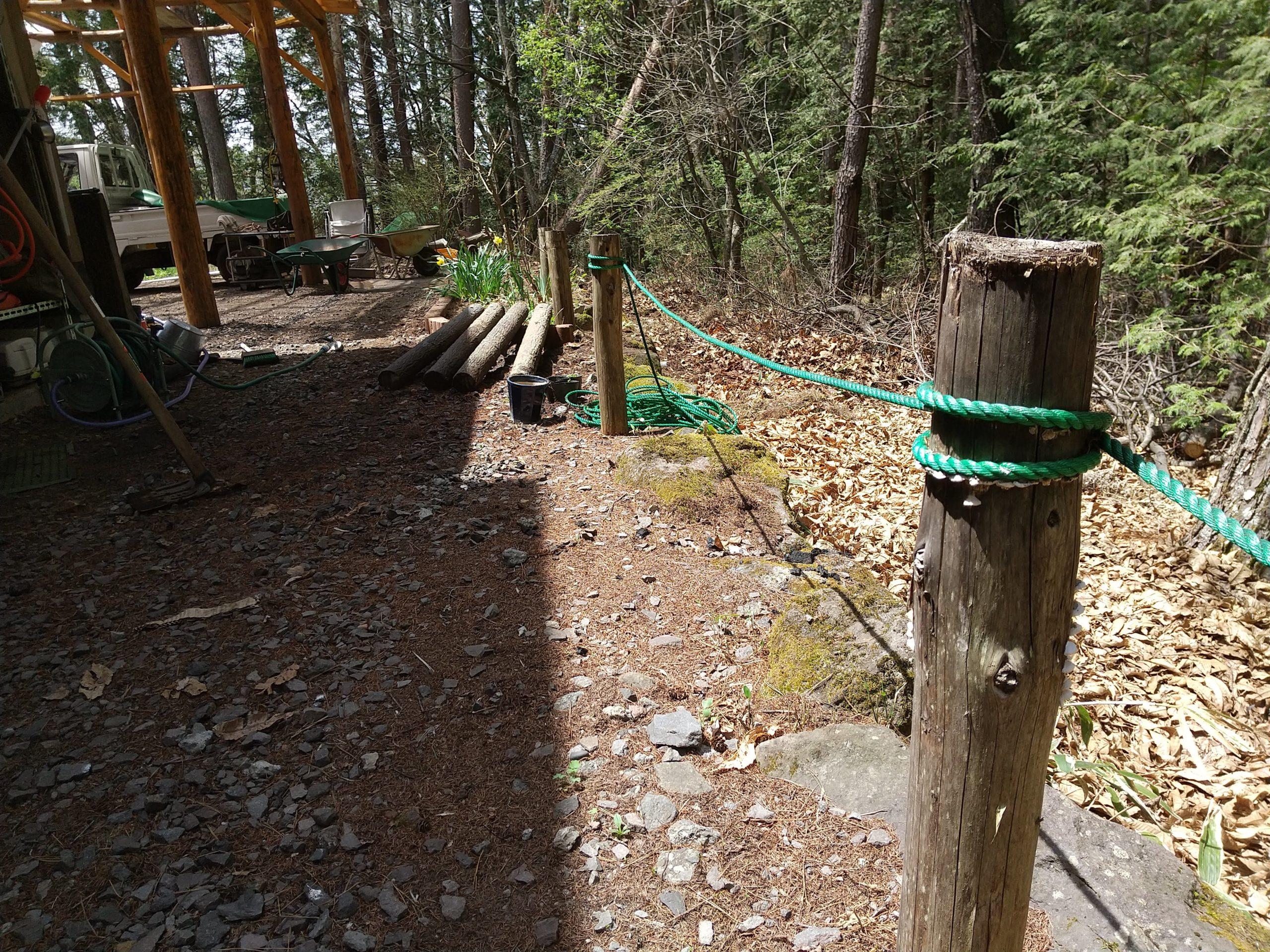 鹿よけのロープ