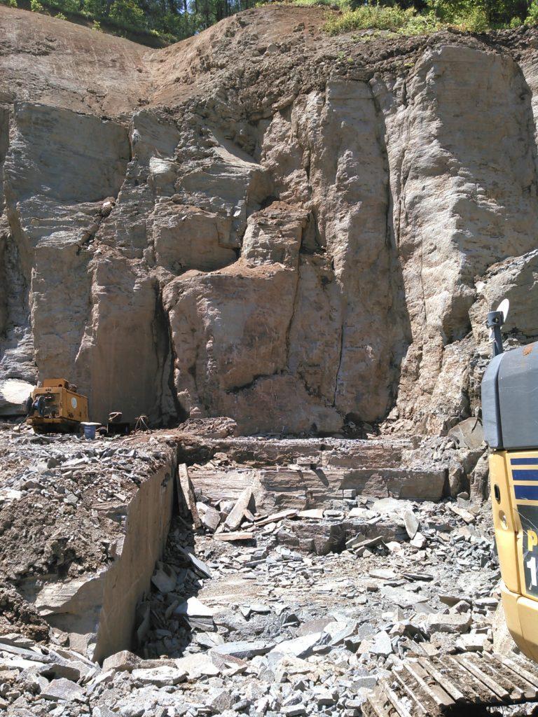 鉄平石の採石場