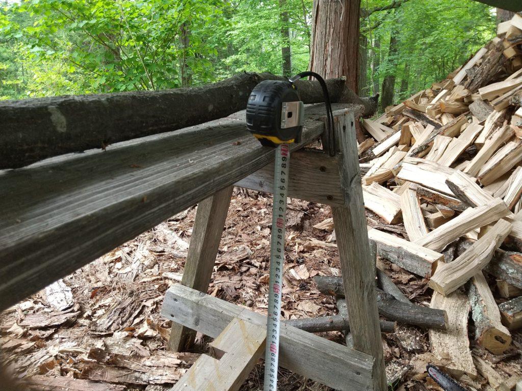 薪切りの作業台