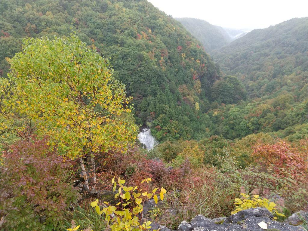 真ん中の滝が王滝