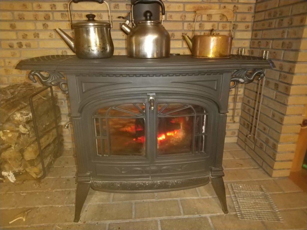 薪ストーブでお湯を沸かす