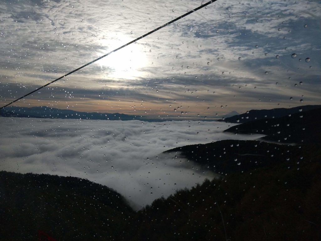 朝日は八ケ岳方面から登ります