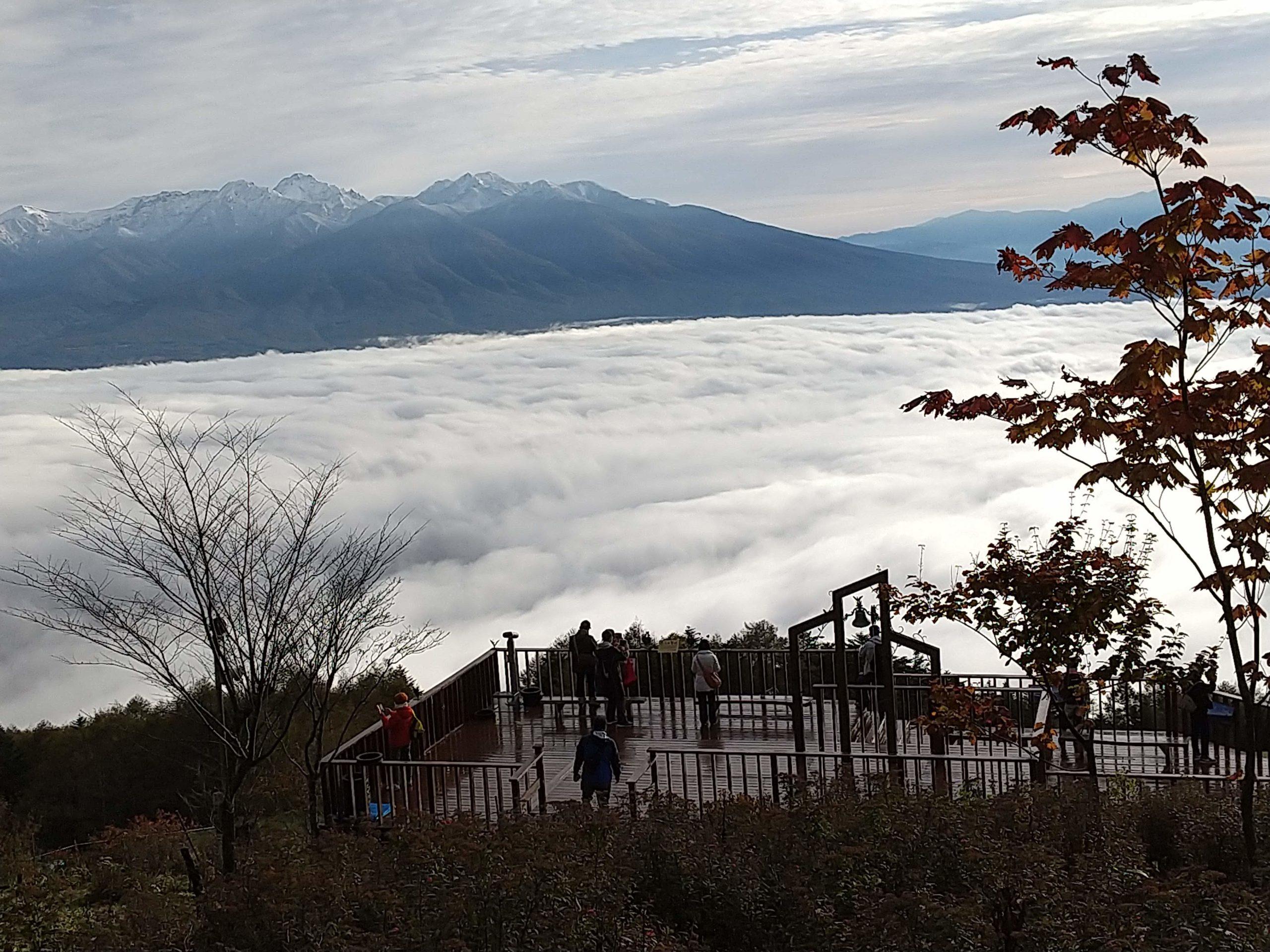 雲海テラスと八ケ岳の初冠雪