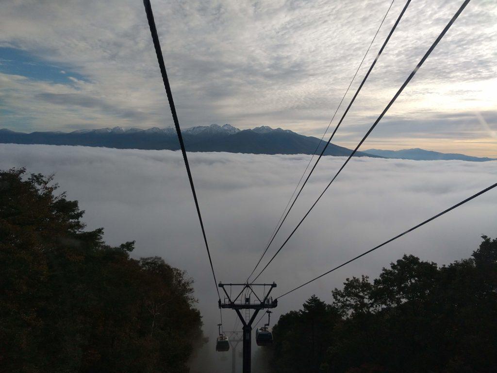 雲海テラスに向かうゴンドラ