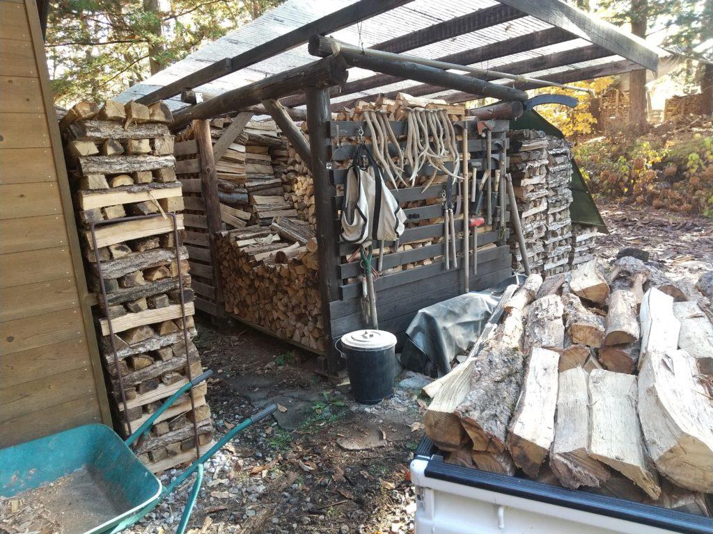 薪小屋から搬出