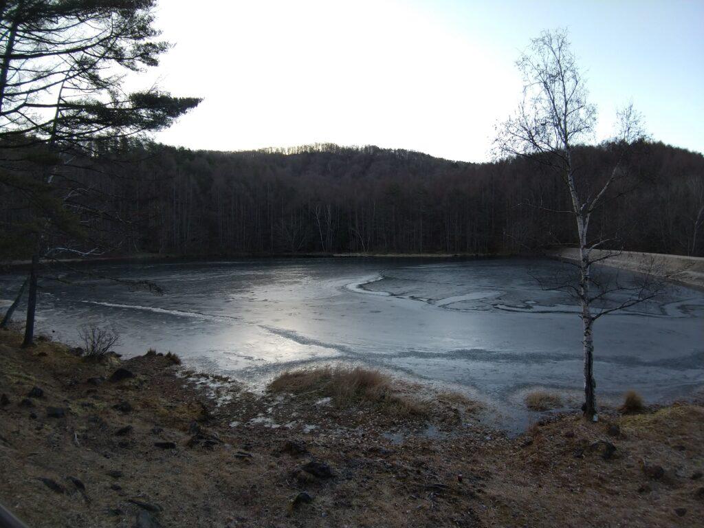 凍った御射鹿池