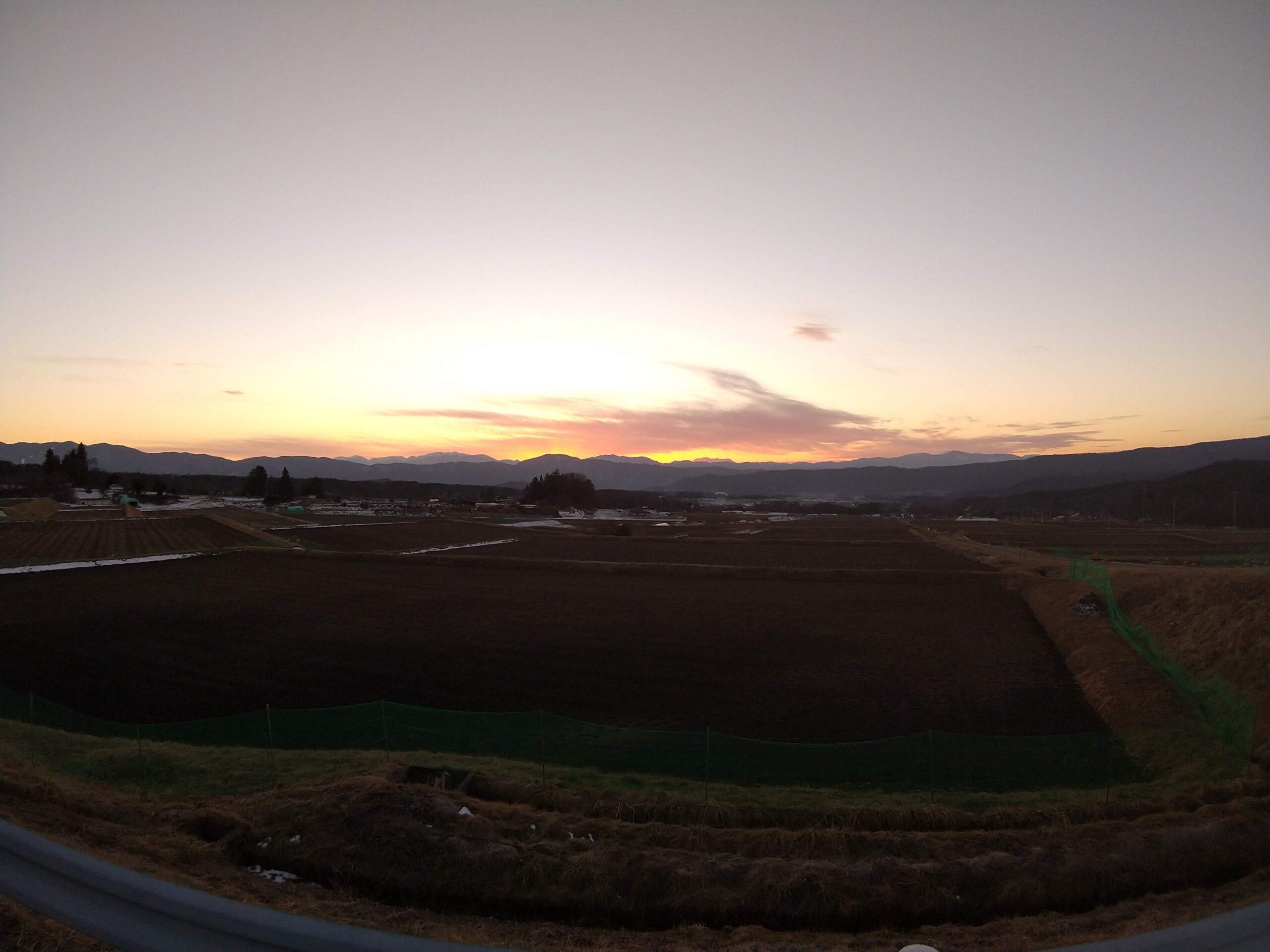 御嶽山に夕日が沈む