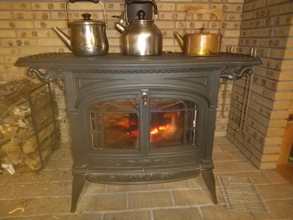 薪ストーブは焚火です