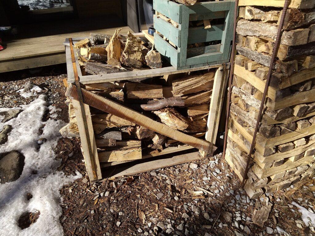 自家用薪のコンテナ
