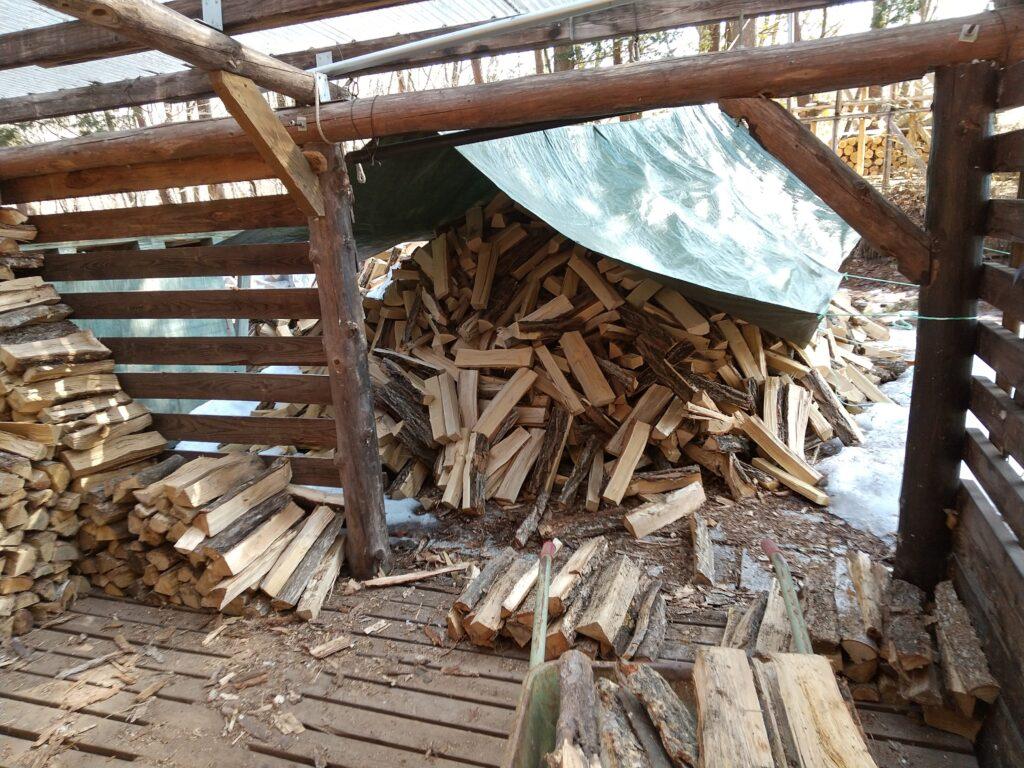 薪小屋の薪も少なくなりました
