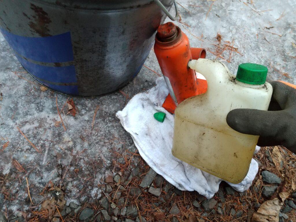 作動油を補充