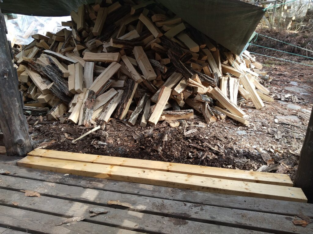 薪のテント