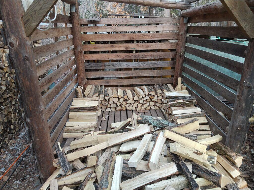 朝活は薪の積み込み