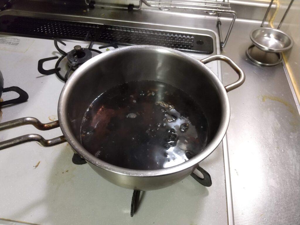 ゆで汁が黒い