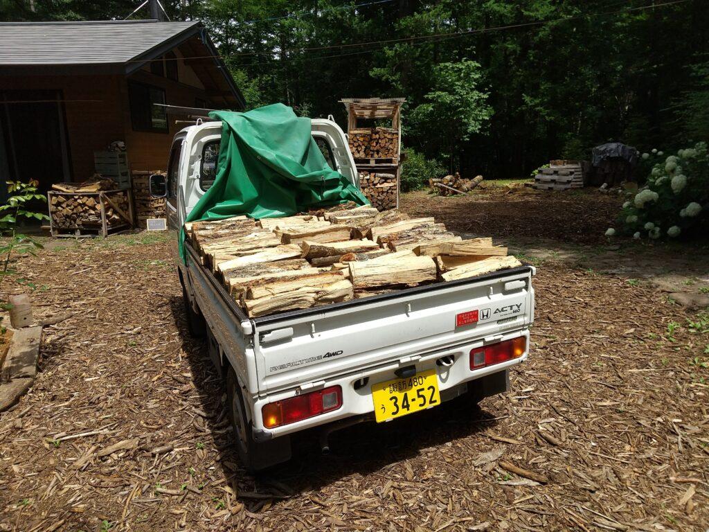 軽トラックの薪