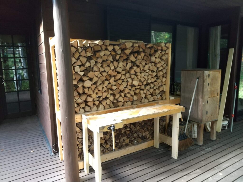 DIYされた薪棚